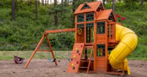 The Canyon Ridge Playset is now in our yard!